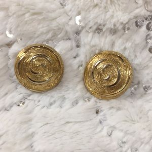 Vintage Paolo gold ton clip on earrings.